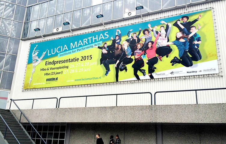 "Eindpresentatie 2015 ""Lucia Marthas"" in Rai. https://www.youtube.com/watch?v=2U9kVcOausk"