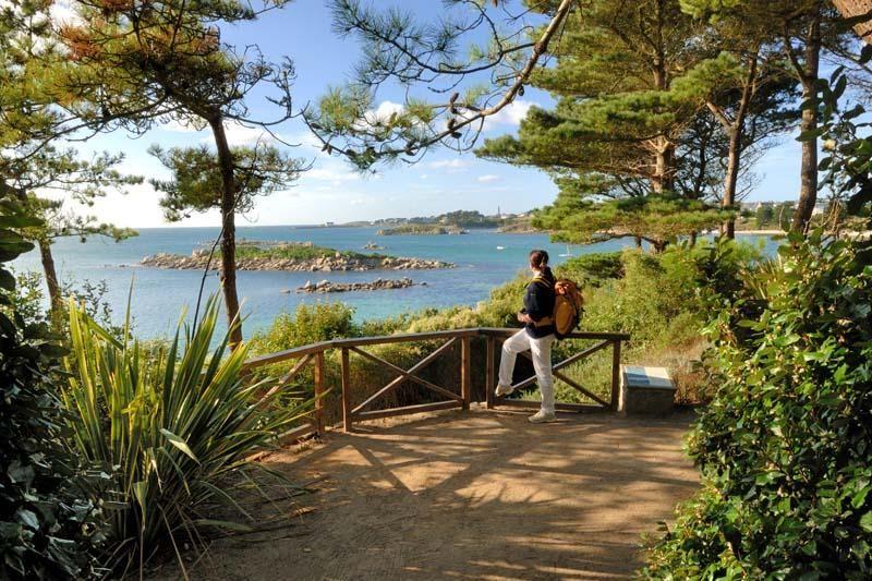 Visiter roscoff et l 39 le de batz tourisme bretagne france pinterest france brittany and - Jardins de bretagne a visiter ...