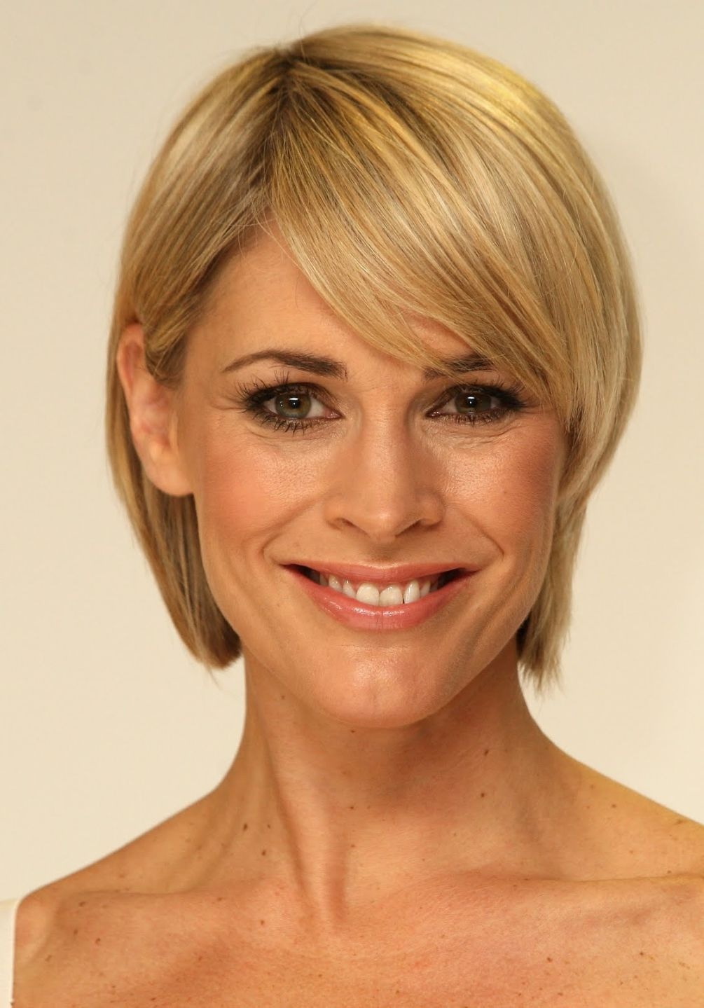 Short hairstyles for thin hair and oval face photo style