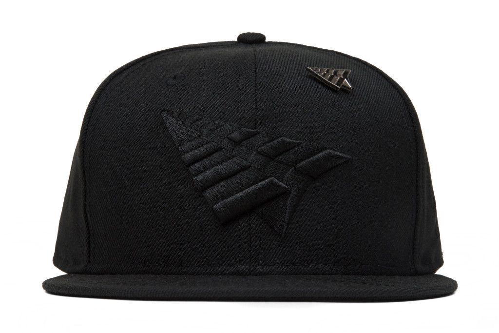 Roc Nation The Crown Blackout 9Fifty Snapback w  Pin - Black ... 3cd6f1473216