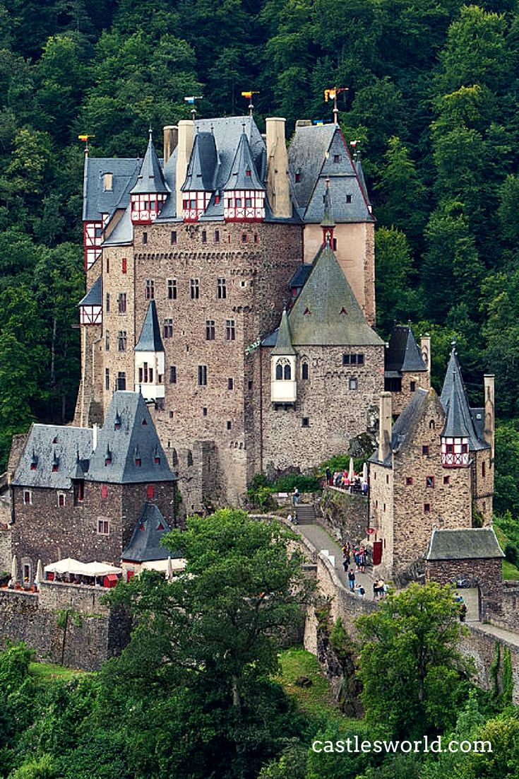 One Of The Most Spectacular Castles In Germany It Is Owned By The Same Family For 33 Generations And It Has Never Been Germany Castles Castles To Visit Castle