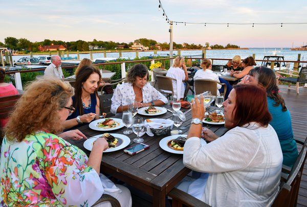 Waterside Dining On Long Island The Lakehouse Bayshore Li Architecture And Planning Long Island Dining Coving