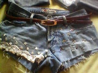 Entre tendências mil ou uma tee rasgadinha, existe outra peça da qual eu não desgrudo: o short jeans.