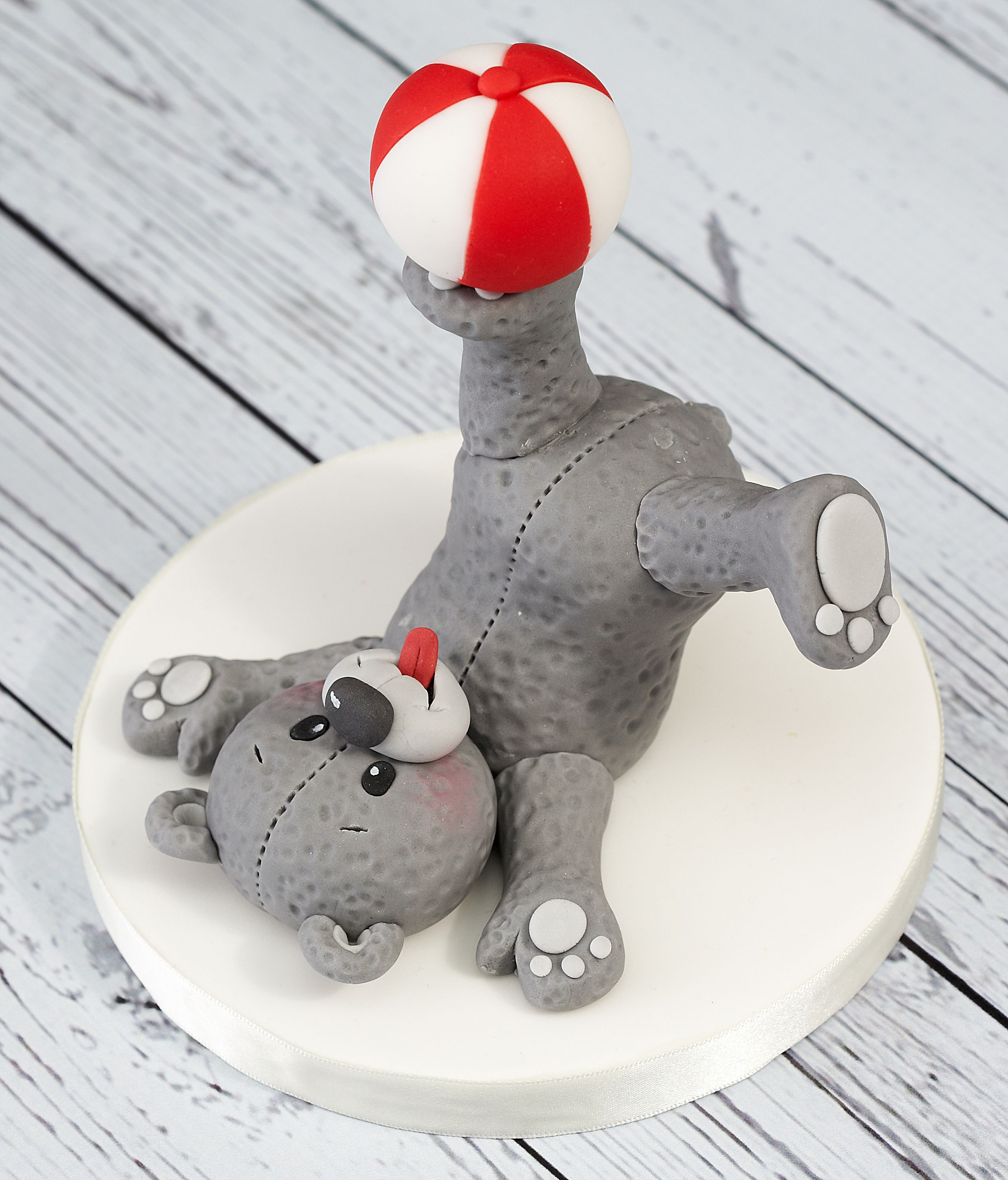 Cake Decorating Ready Made Icing : Teddy bears make great cake toppers. This one s fur has ...