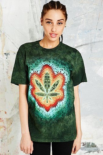 The Mountain Tie-Dye Weed Tee in Green - Urban Outfitters