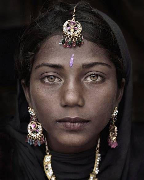 Mario Marino's 2014 portrait of Suman, a gypsie from India