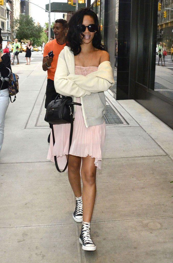 725ecc18f6d75d Rihanna wears Converse Chuck Taylor All Star