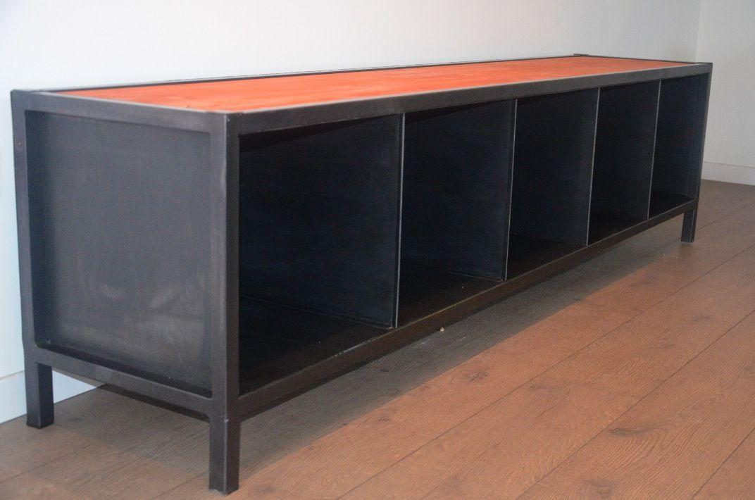 meuble TV au style industriel et moderne en bois et métal réalisée