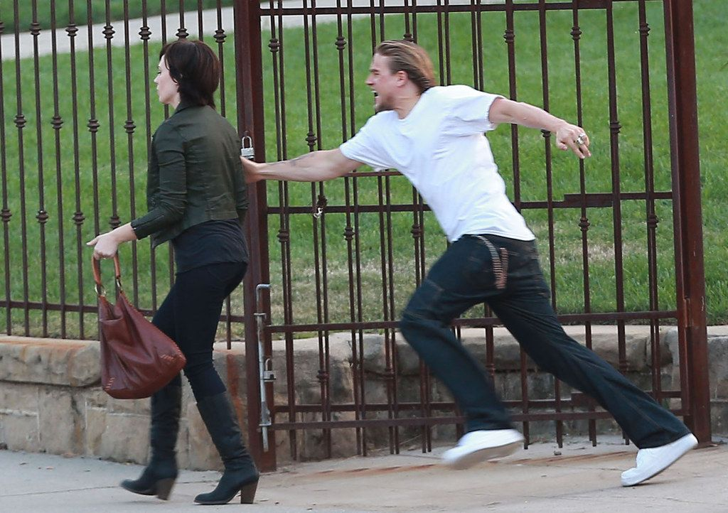 That Time He Ran After Tara Aka Maggie Siff And You Just Wanted Her To Turn Around And Look At His Beautiful Face Sons Of Anarchy Charlie Hunnam Sons Of Anarchy