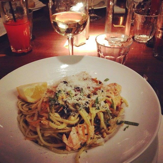 Linguine au saumon et pesto  #loloquoi #restaurant #lyon #friends #birthday @thisiscamille26_ @ocetournebize