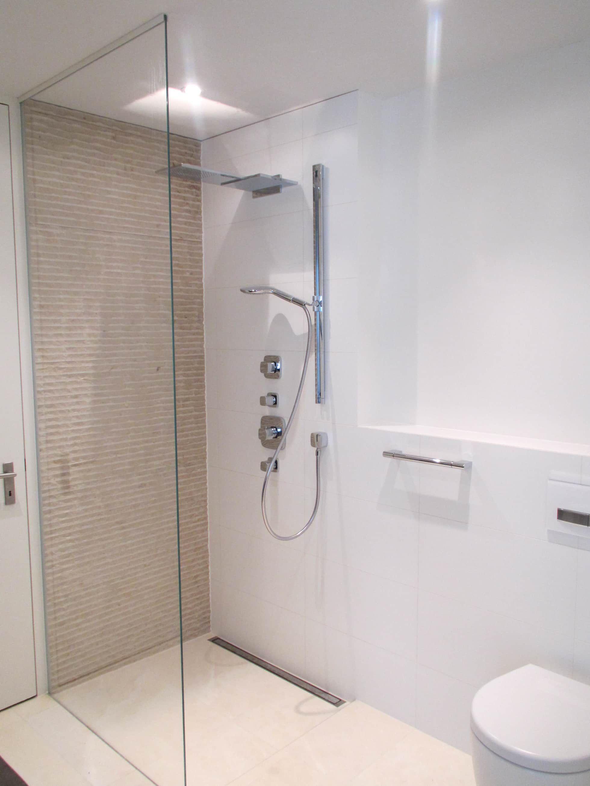 Begehbare Duschen Moderne Badezimmer Von Bauarena Modern In 2020 Badezimmer Badezimmer Innenausstattung Und Badezimmer Klein