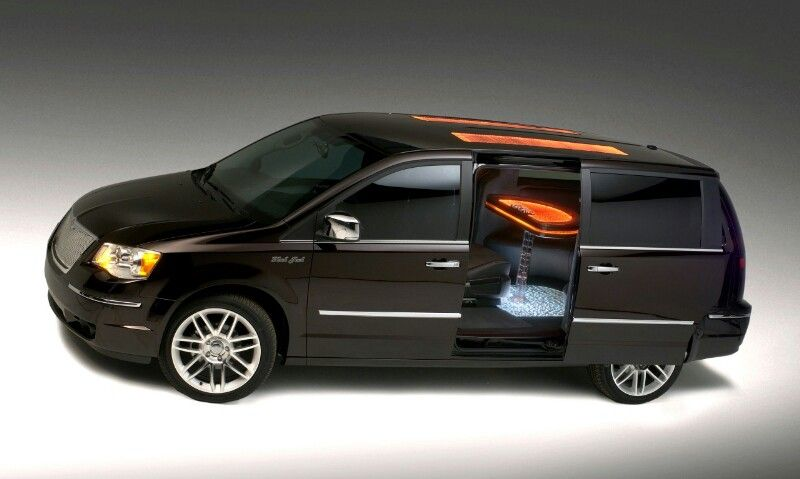 Pin By Willyam Gamvini On Concept Cars Chrysler Town And Country Chrysler Town And Country