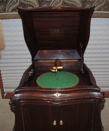 Antique Phonographs Photos Gramophones Victrolas Photos Information Victor Brunswick Pathe Columbia Berli Phonograph Gramophone Vintage Record Player