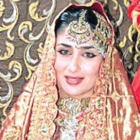 Kareena Kapoor Wedding Dress A Gharara Previously Worn Mother Kareena Kapoor Wedding Dress Kareena Kapoor Wedding Indian Wedding