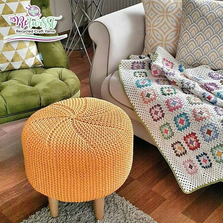 Pouf Häkeln decorate your home with a knitted pouf retwisst tshirtyarn