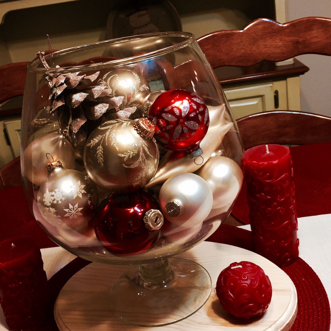 What To Put In A Glass Bowl For Decoration Love Decorating Glass Bowls With Ornaments And Pine Cones