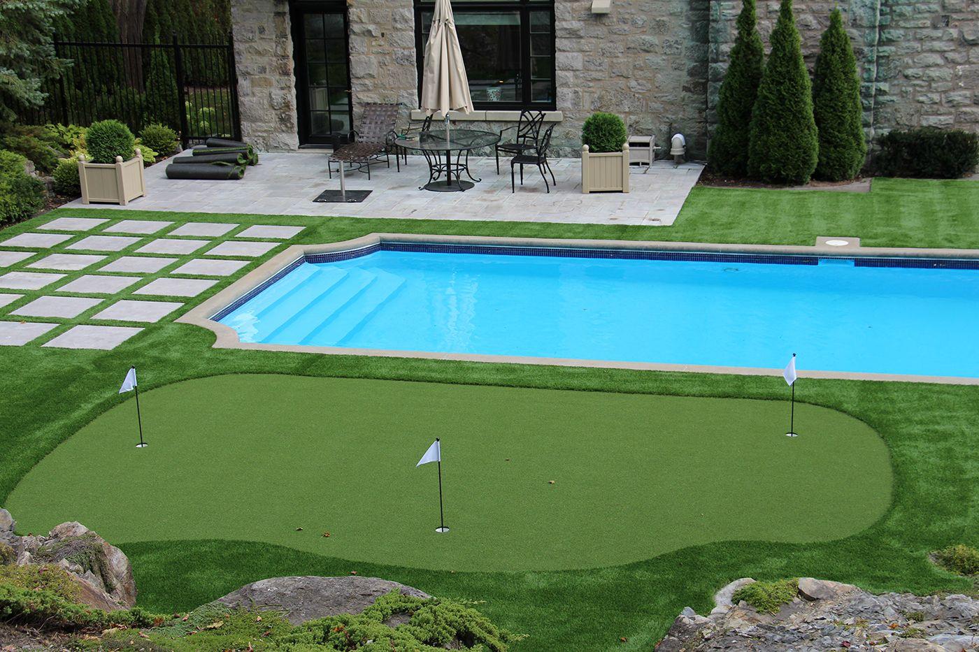 Gazon artificiel autour d 39 une piscine creus e cours for Gazon artificiel piscine
