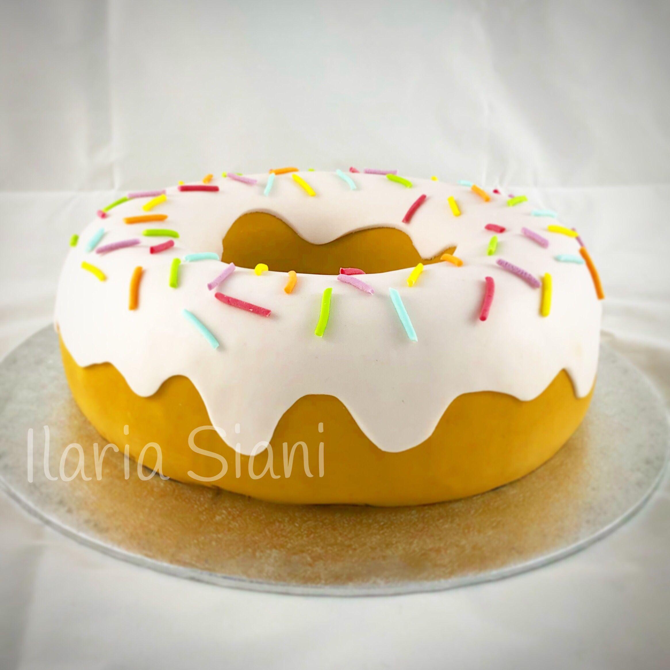 È una torta o una ciambella gigante? instafood ilas ilassweetness torta  cake ciambella doughnut doughnutcake cakedesign pastadizucchero