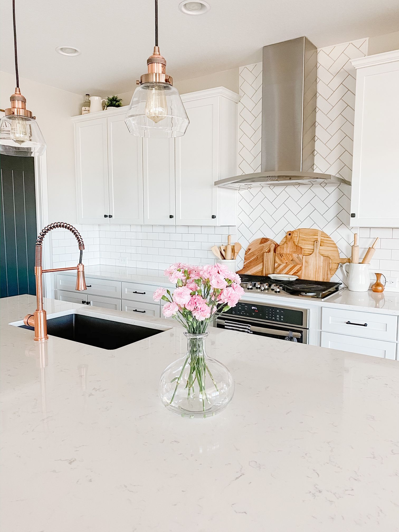 5 Ways To Use Spring Florals In Your Home! Add faux spring florals to your pitchers!   #modernfarmhouse #farmhouse #pinkdecor #springdecor #springflorals #kitcheninspo #homedecor #whitekitchen