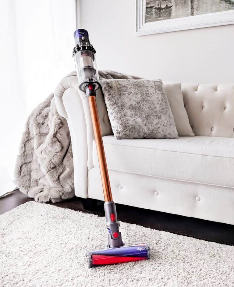 The Dyson Cyclone V10 Absolute Cordless Vacuum Cleaner Is Designed To Be As Powerful A Plug In Model Does It Live Up To The Clean Dyson Vacuum Dyson Vacuums