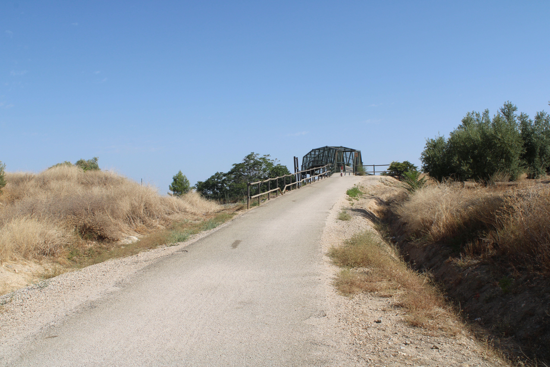 puente que cruza la carretera nacional, a la salida de Martos, en dirección a Torredonjimeno