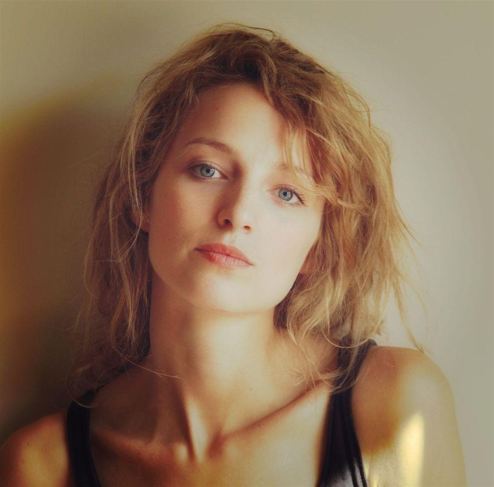 Stephanie Crayencour Nude Photos 3