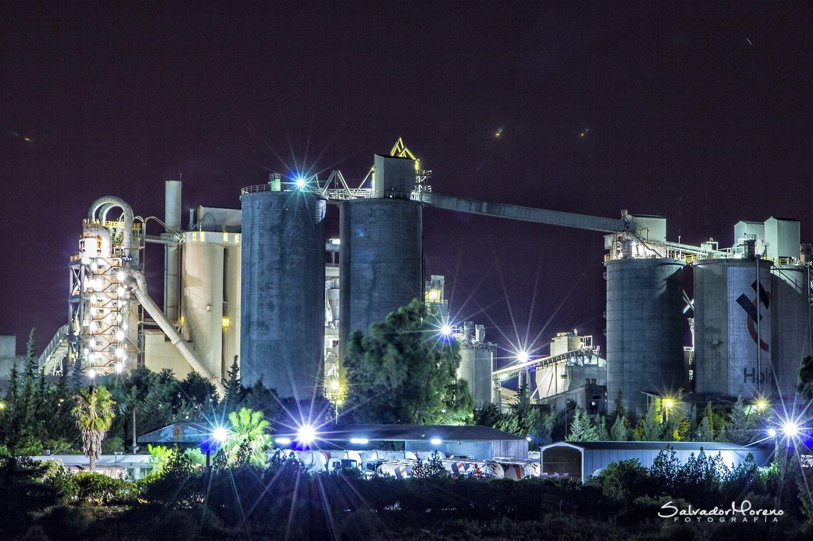 Fábrica. Foto: Salvador Moreno #photo  #Nocturna