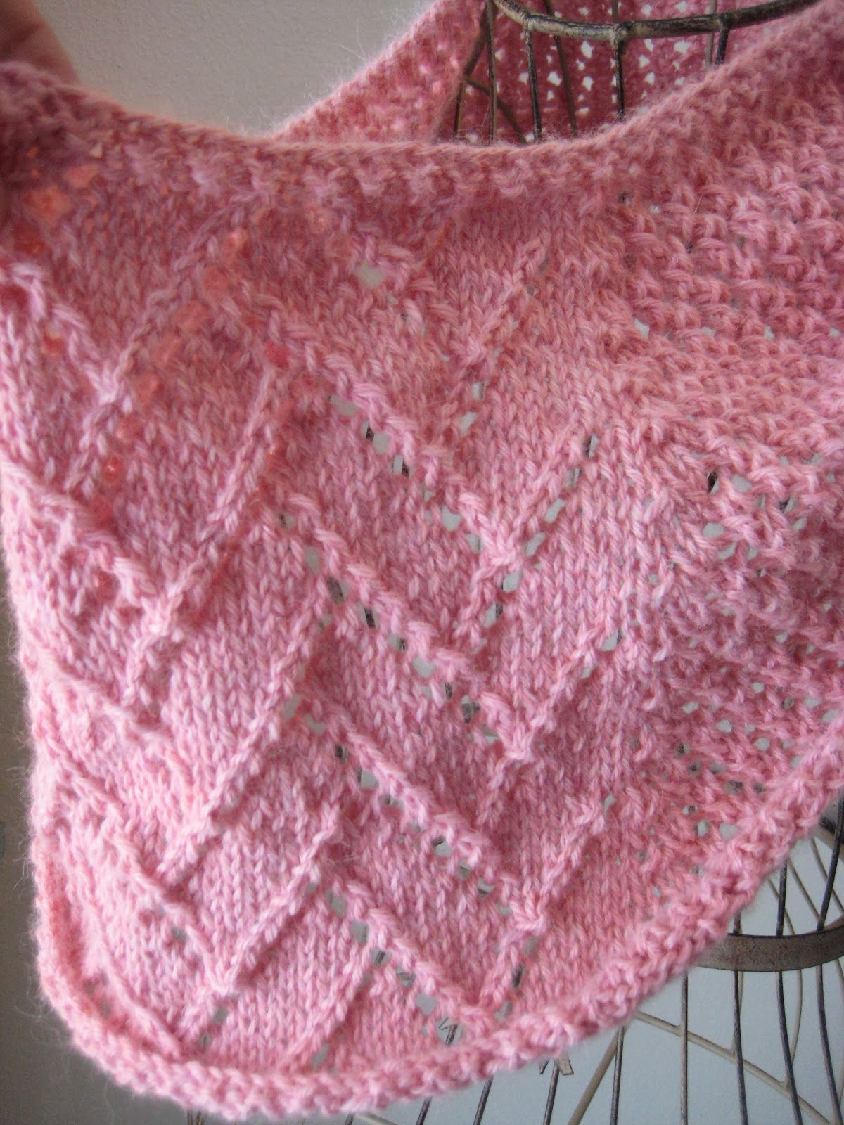 One Skein Strawberries and Cream Cowl | Knitting patterns, Patterns ...