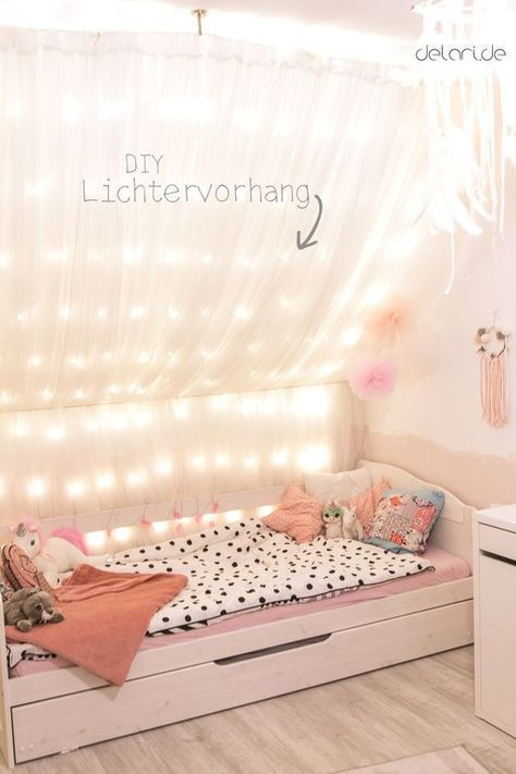 kinderzimmer diy ideen traumf nger lichterkettenhimmel dachschr ge bett. Black Bedroom Furniture Sets. Home Design Ideas