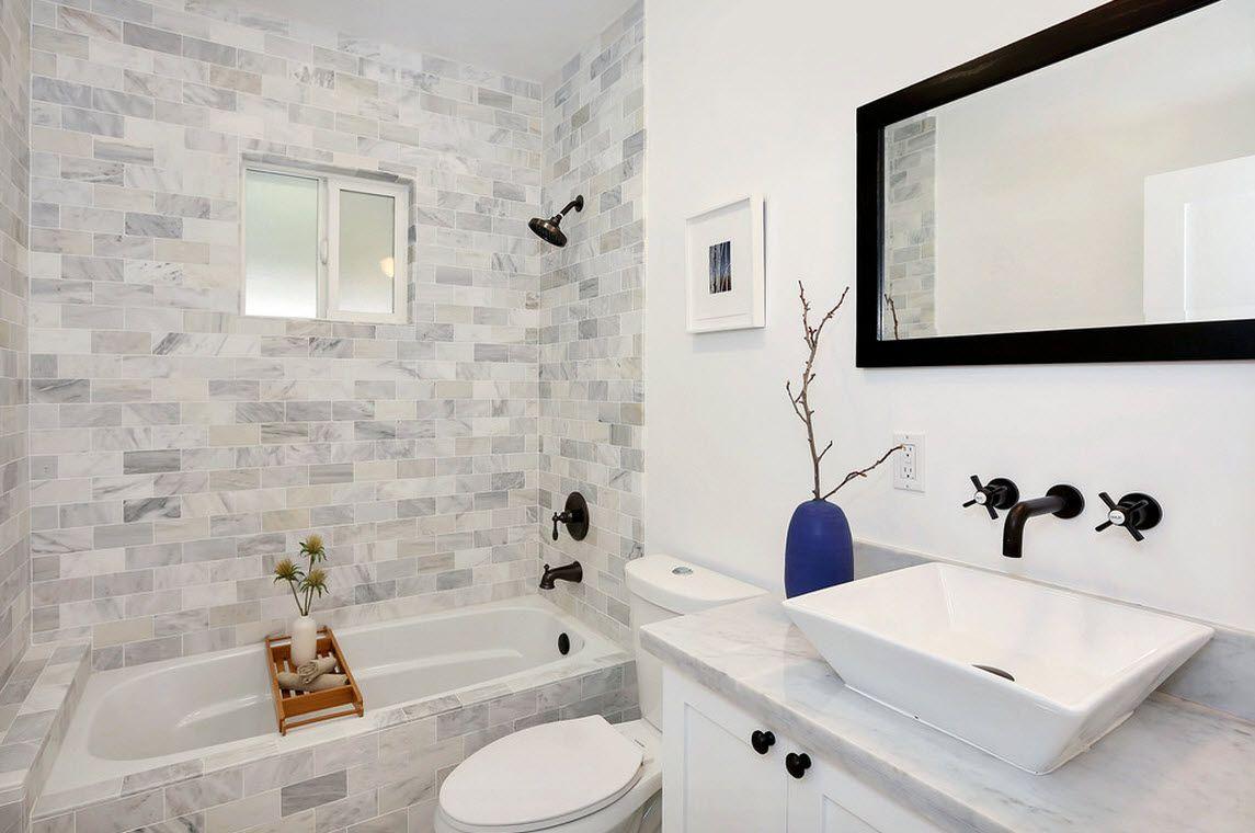 Цветы – классическая версия применения мозаики в интерьере ванной комнаты. Они могут быть выполнены в виде орнаментального узора или отдельных мотивов, или в виде панно, которое покроет большую вертикальную поверхность.