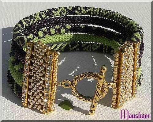 Lila-grünes Armband   Bead crochet designs and inspirations ...