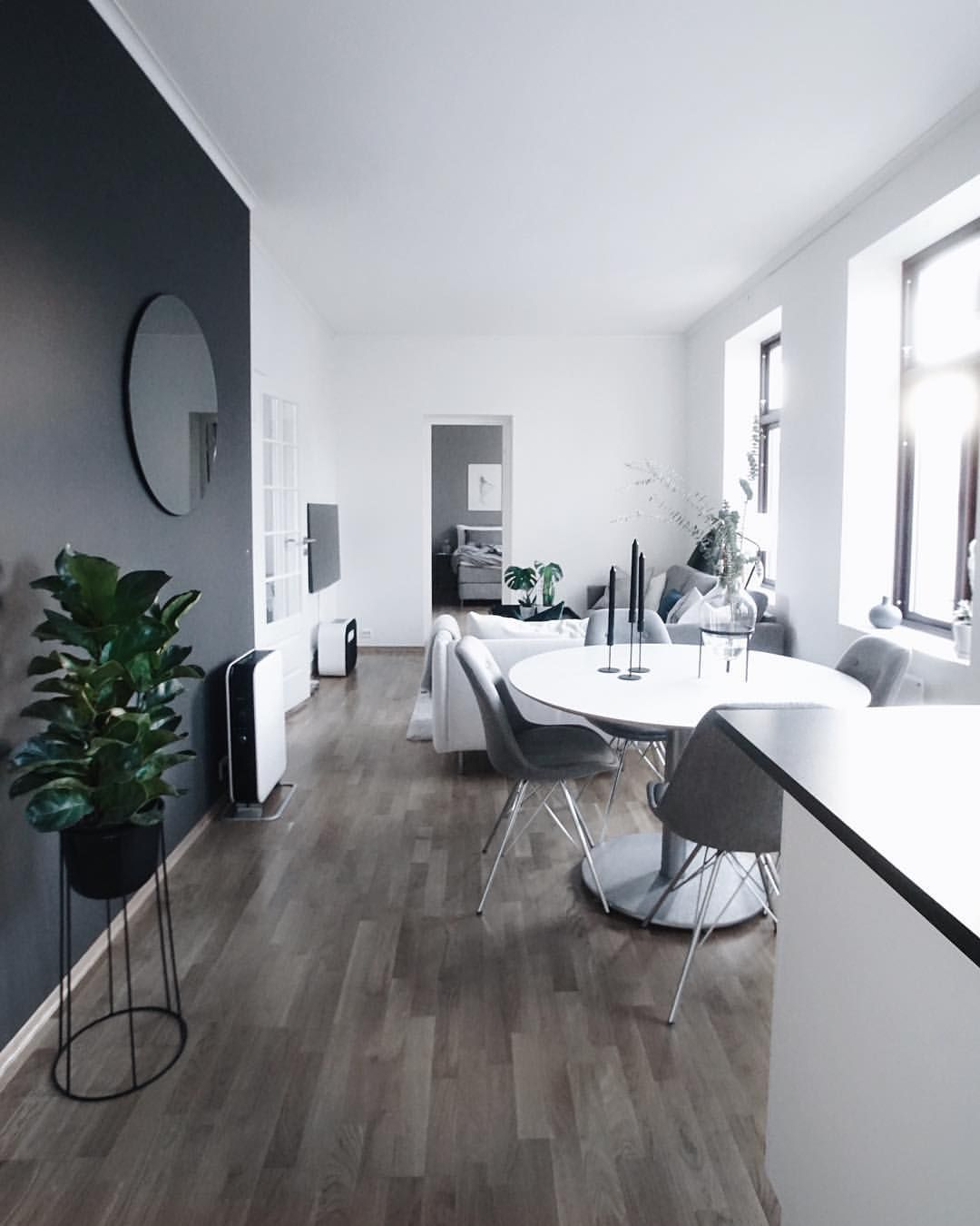 D coration salon pur e mur noir parquet bois gris for Salon sejour gris