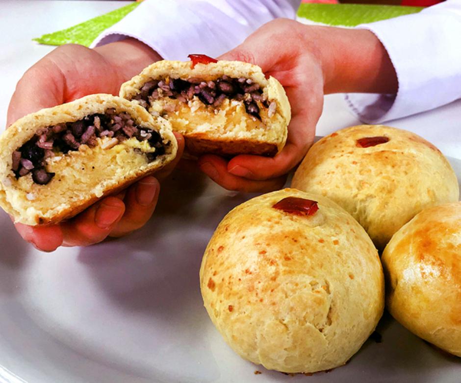 Pan de queso con pinto Preparado por la chef: Sophia Rodríguez Mata.
