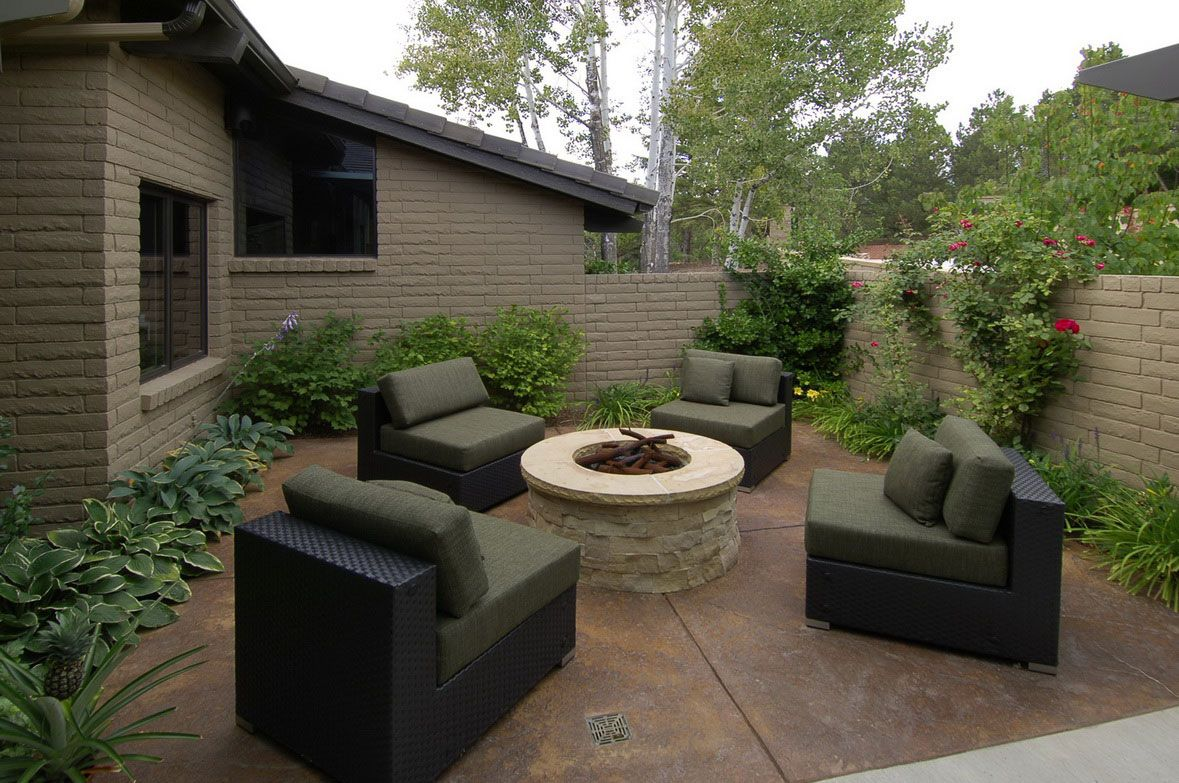 Backyard landscape design charming courtyard landscaping for Courtyard stone landscape