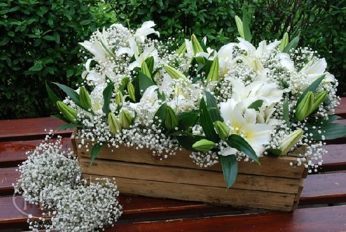 Kompozycje Do Dekoracji Kosciola Floral Wreath Floral Wreaths