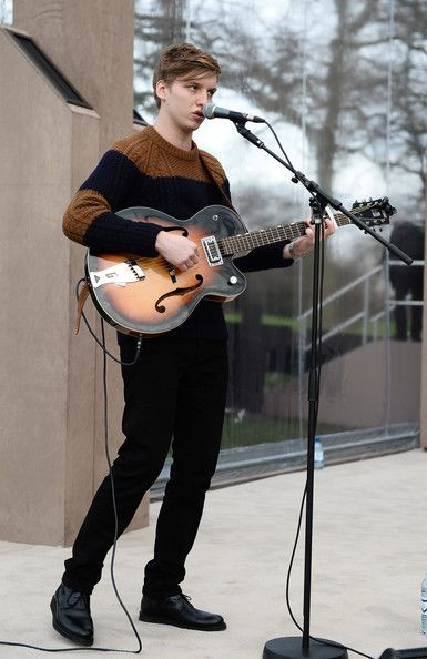 Rising star George Ezra's first album went to number one on the British charts.