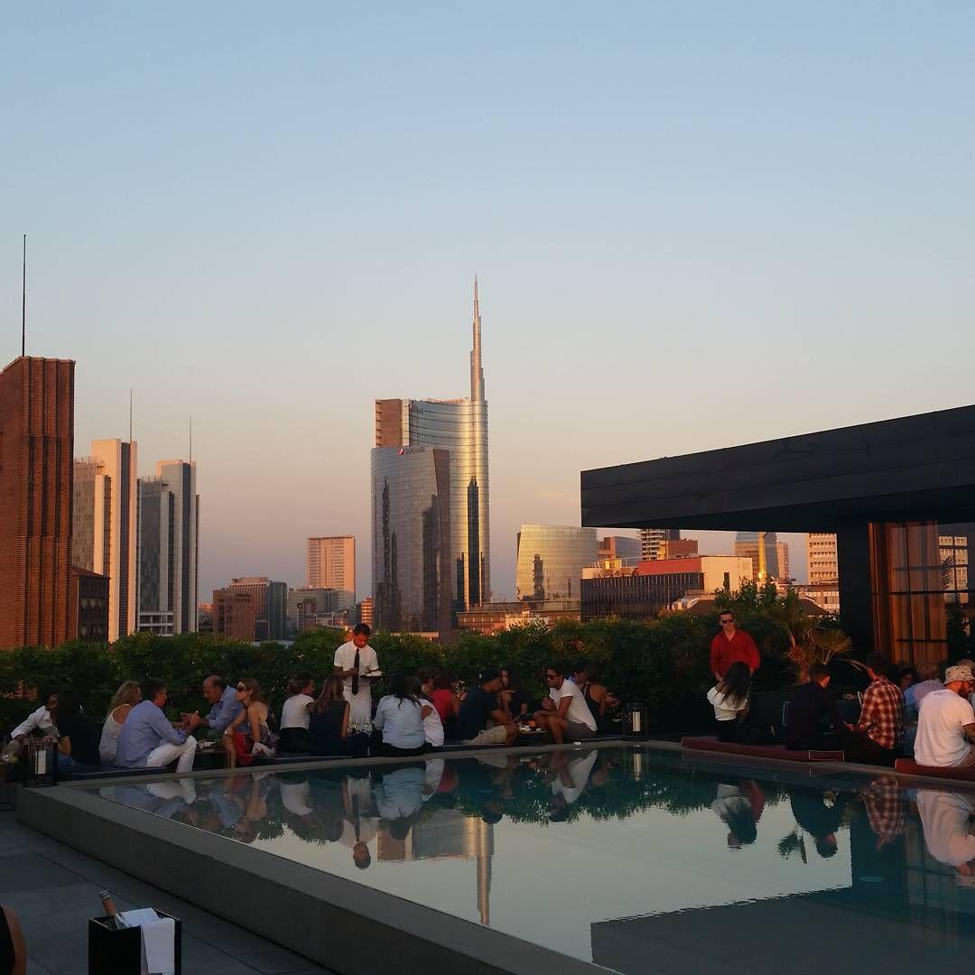 Milan le sempre un gran Milan  #milan #milano #milanodabere  #milanodavedere #italy #italia #tramonto #sunset #aperitivo #spritz #drinks #ceresio #ceresio7 #terrazza #portanuovamilano #palazzodellaregione #lombardia #lombardy #skiline #future #thinkpositive #workhardplayhard by marcoraccagni1987