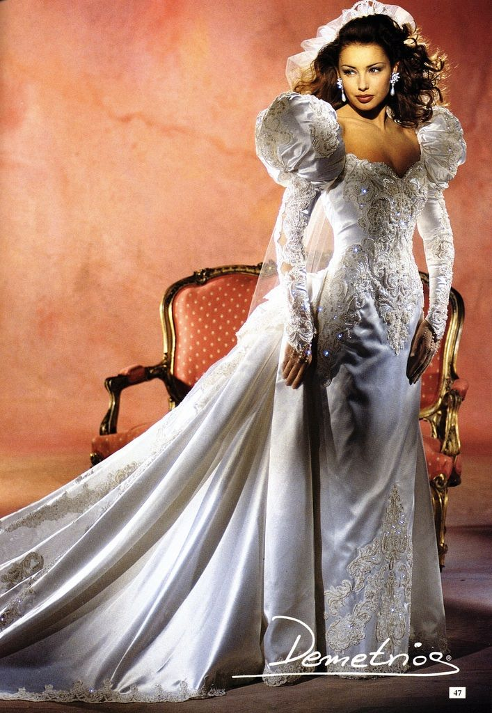 Sheath with detachable train. 1990's bridal gown Fitted