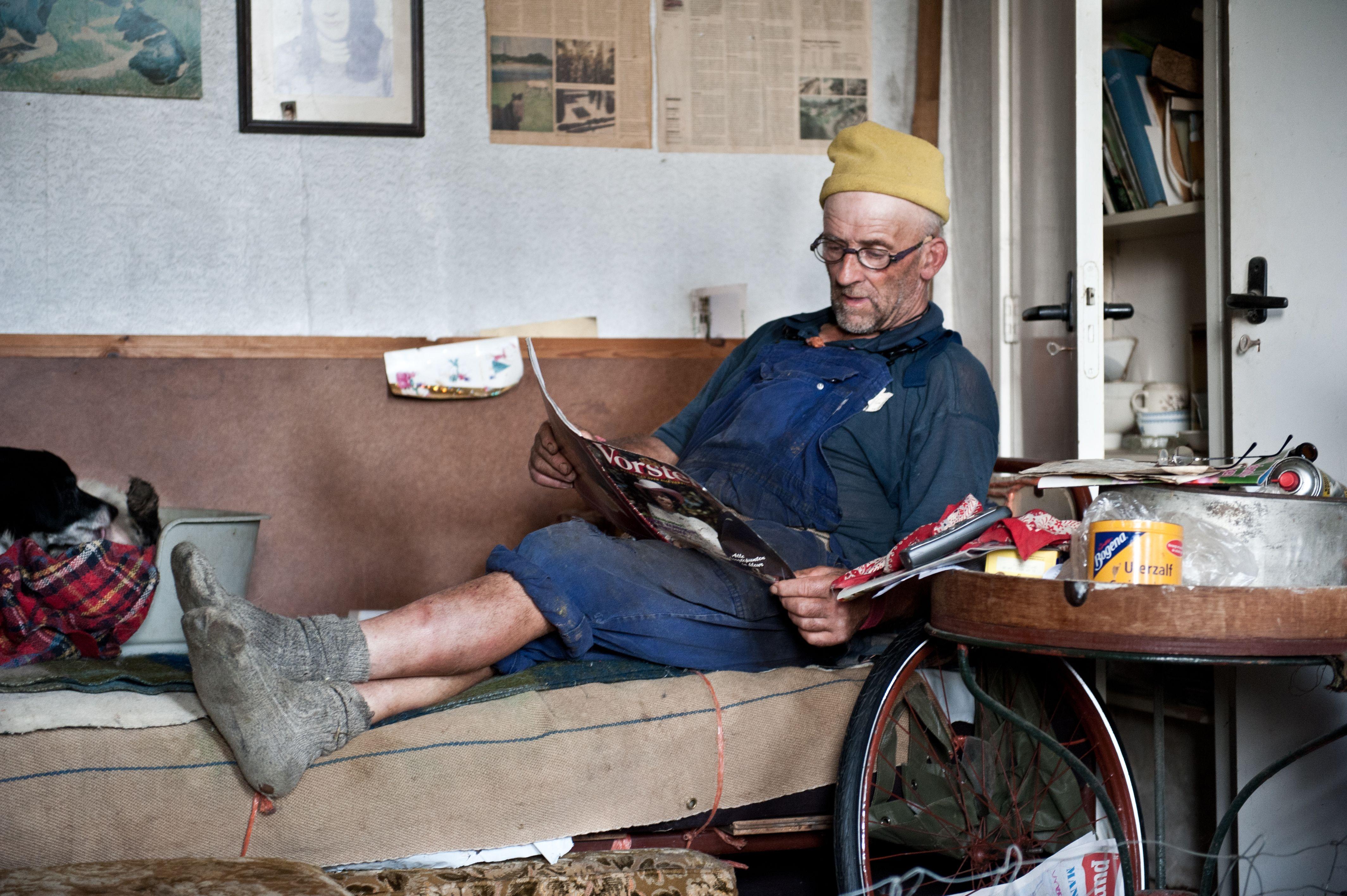Baby in bed zonder boeren - Boer Jan Stam Uit Het Utrechtse Dorp Kockengen Met Zijn