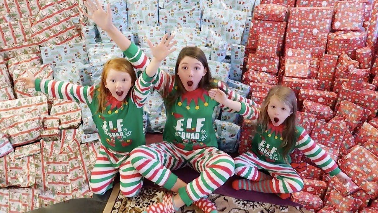 CHRISTMAS MORNING SPECIAL OPENING PRESENTS - SISTERS ...