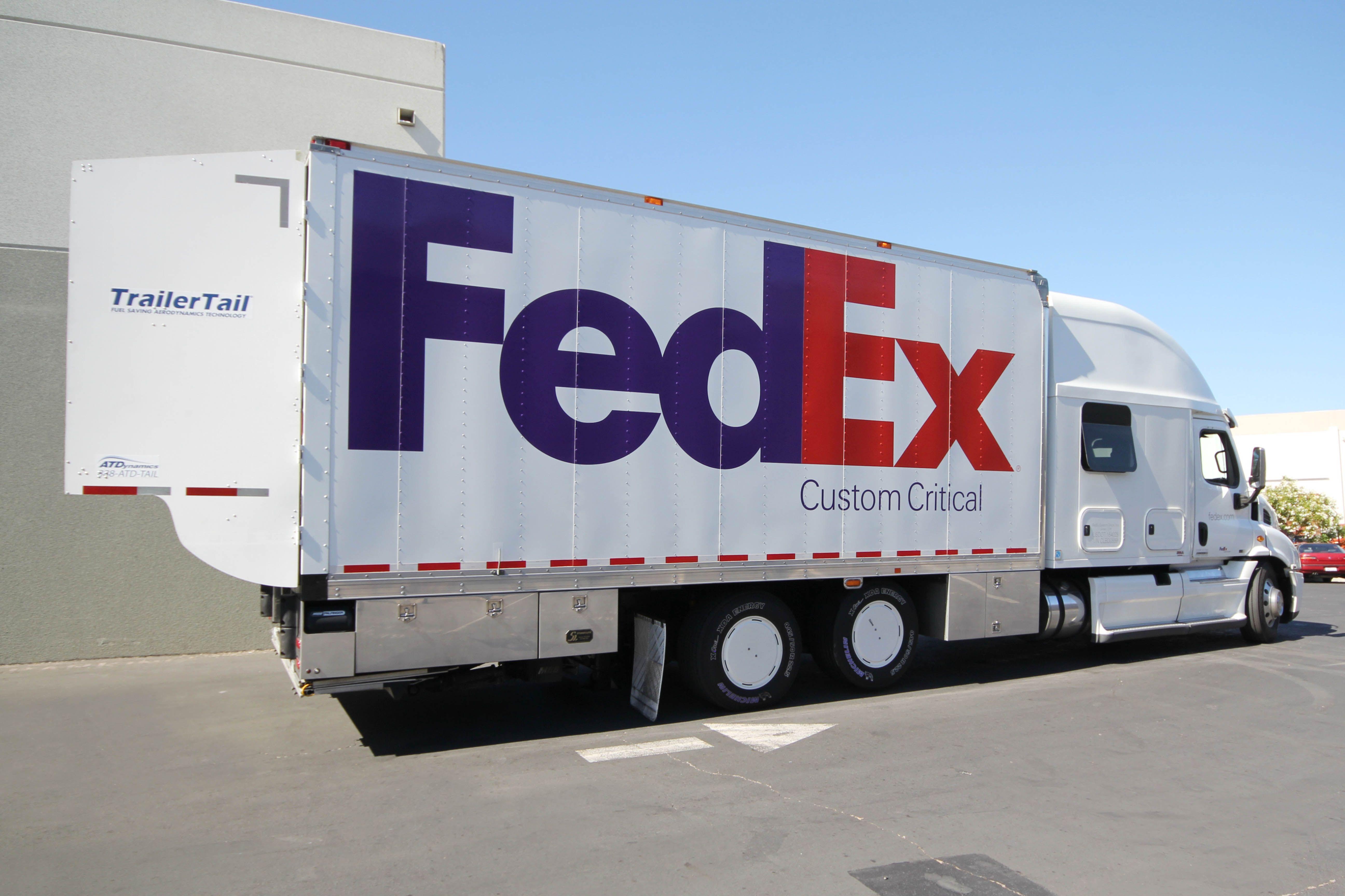 "Freightliner ""Team Run Smart"" report >5 fuel savings"