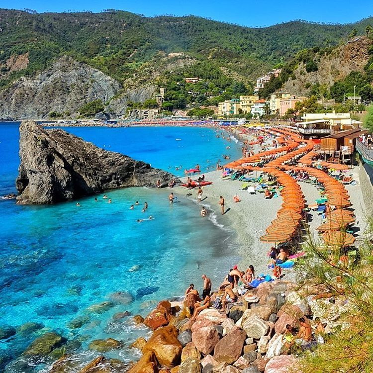 """The Beach #Monterosso #CinqueTerre #Italy Check out @g0lden_heart #golden_heart Follow @magicpict #magicpict"""