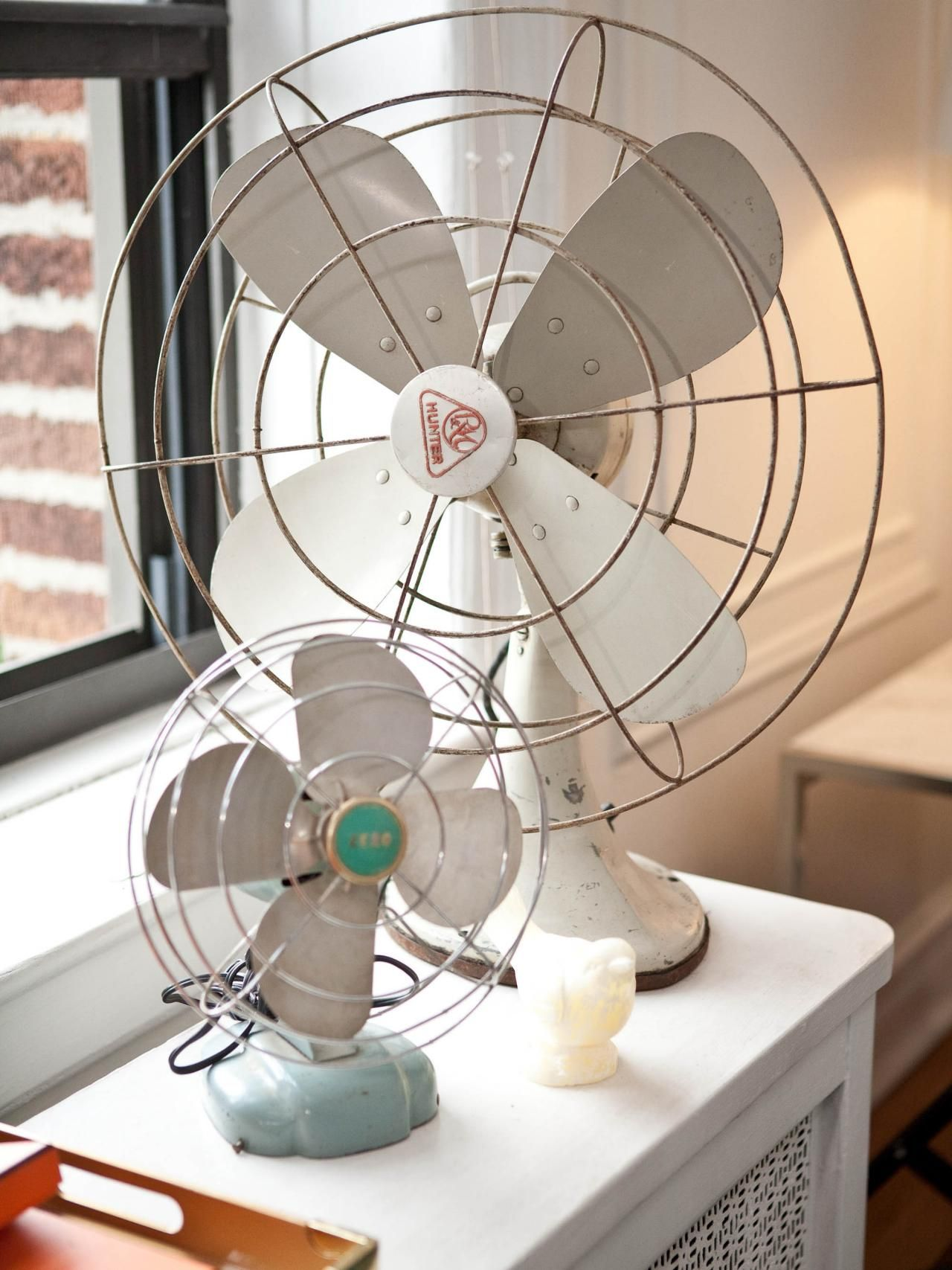 Vintage Looking Fan Our Favorite Rooms By Sabrina Soto Va House Vintage Fans Old