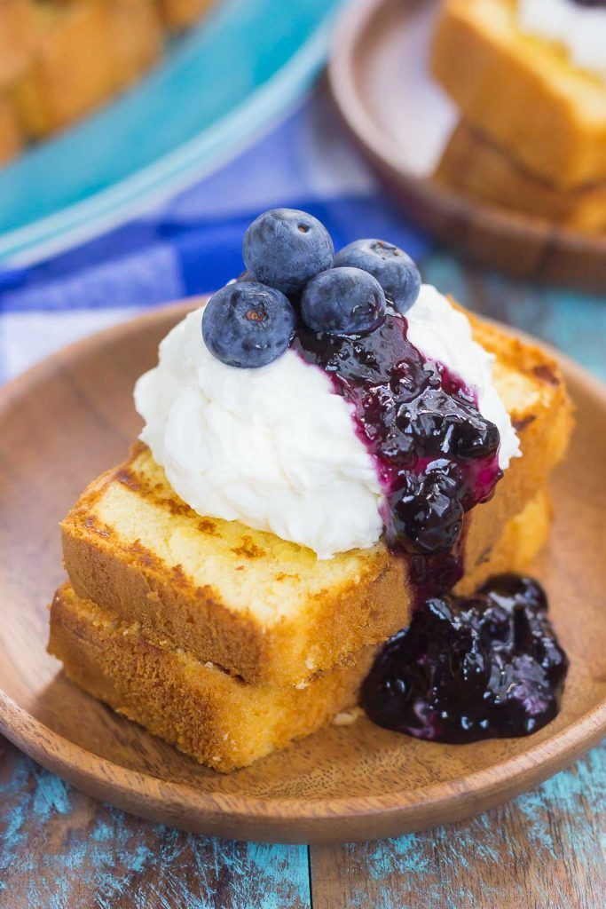 Grilled Pound Cake with Mascarpone Cream and Blueberries #grilleddesserts