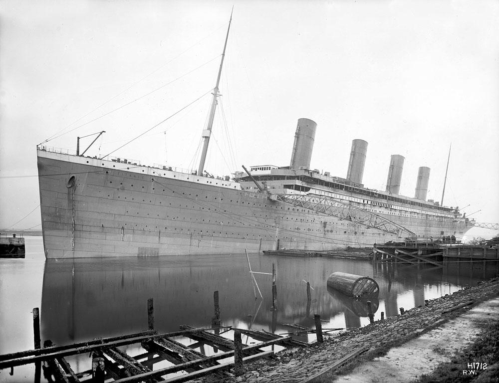 TITANIC SHIP CLASSIC POSTER DOCKYARD PORT PRINT IMAGE GIANT BLACK AND WHITE