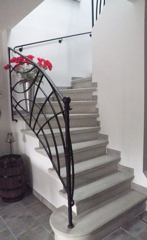 Escalier béton gris lissé - Nez de marche rond - Marche de départ ...