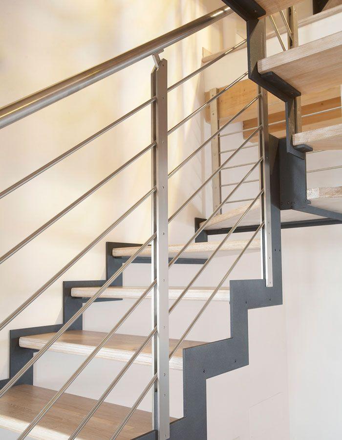 Perfil de acero siguiendo el escalonamiento de la escalera ...