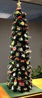 christmas tree from golf balls weihnachtsbaum golfball. Black Bedroom Furniture Sets. Home Design Ideas