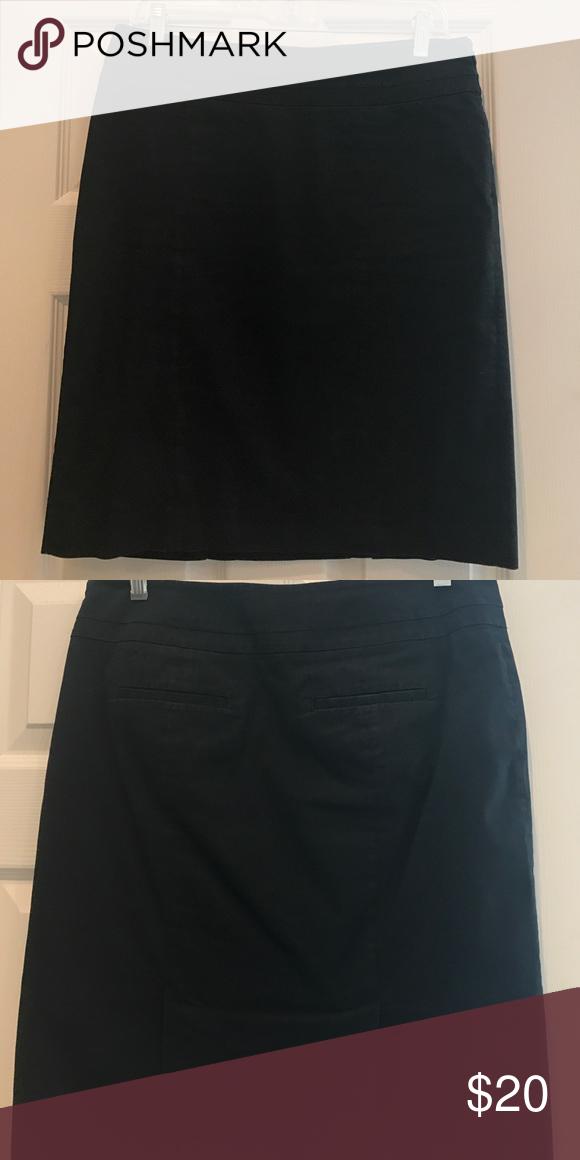Black pencil skirt 100% cotton, fully lined. Back slit pockets. Side zip. LOFT Skirts Pencil