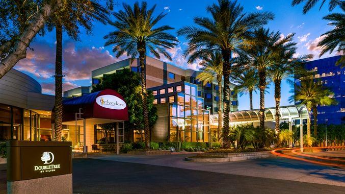 Doubletree Suites By Hilton Hotel Phoenix Az Exterior Night